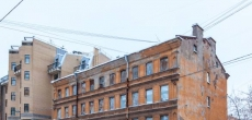 Петербург продаст аварийный дом на Васильевском для реконструкции под жилье