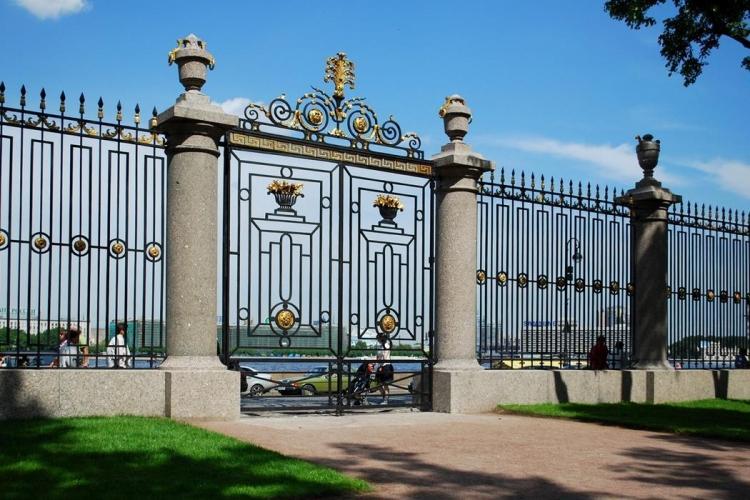 Петербургское УФАС отменило аукцион на обслуживание Летнего сада и предписало Русскому музею провести новый