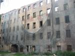 Фонд имущества Петербурга выставил на торги остатки сгоревшего в 2002 году флигеля в Петроградском районе