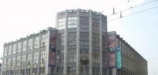 На здание Центрального телеграфа на Тверской улице очередь из претендентов