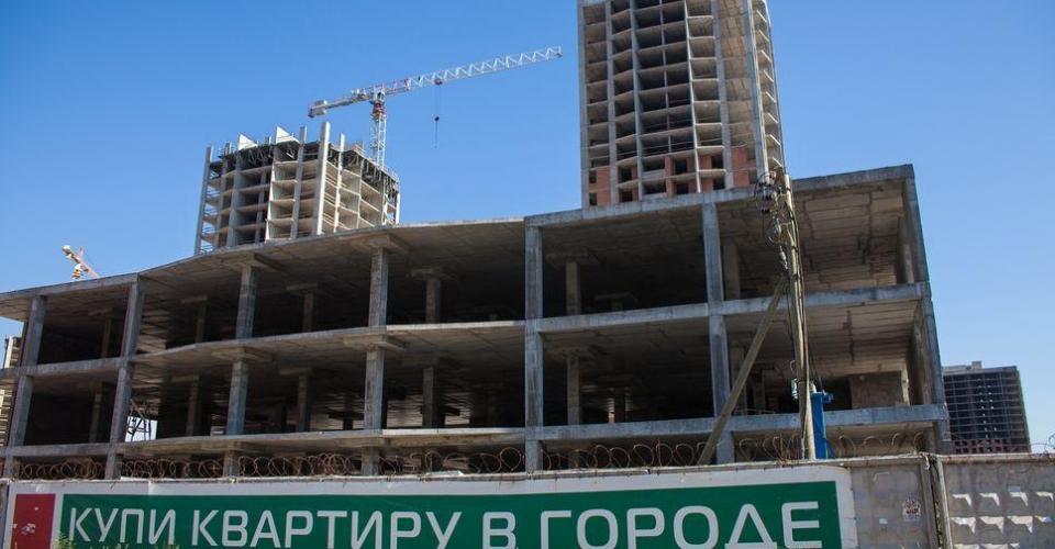 Артем Маневич избавился от доли в холдинговой компании «Эра», которая достраивает дома ГК «Город»