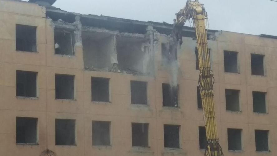 В Петербурге в рамках реновации начали сносить первую хрущевку