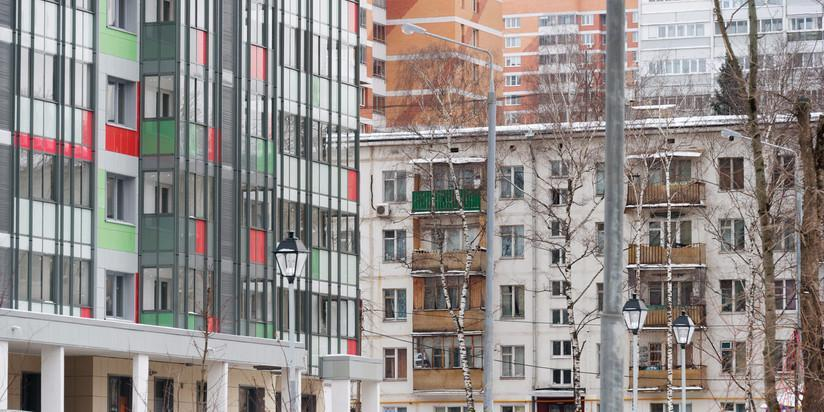 Больше половины жителей домов, расположенных рядом с попавшими в программу реновации, не хотят подключаться к программе