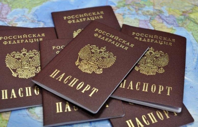 Депутат ЗакСа Ленобласти Владимир Петров предложил давать гражданство покупателям недвижимости от 50 млн рублей