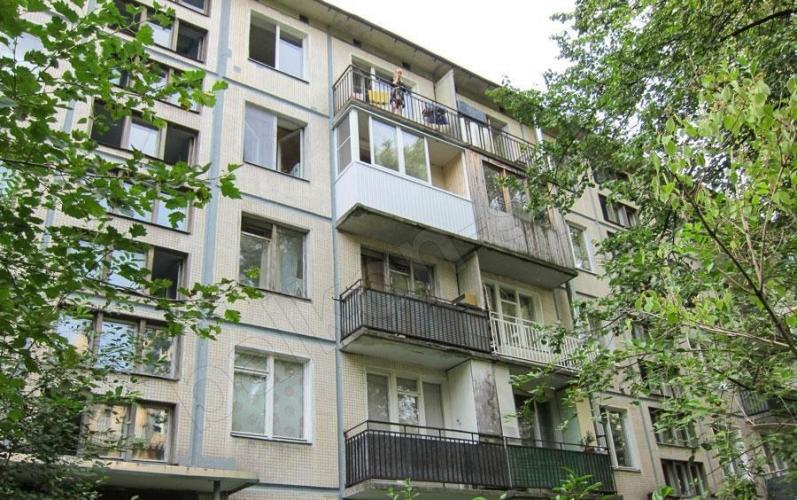 Госжилинспеция обнаружила в Петербурге 186 домов с аварийными балконами