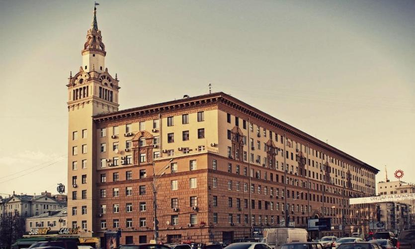 От Дома НКВД до особняка на Ордынке: где продают и сколько стоят большие площади в Москве
