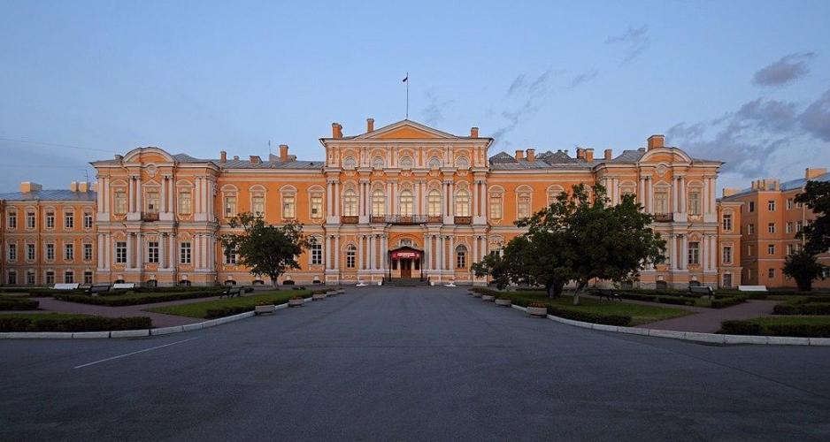 Учебный корпус Суворовского училища на Садовой будут ремонтировать в режиме особой срочности