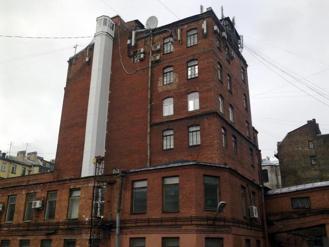 Часть зданий швейной фабрики «Салют» на Петроградке выставили на продажу