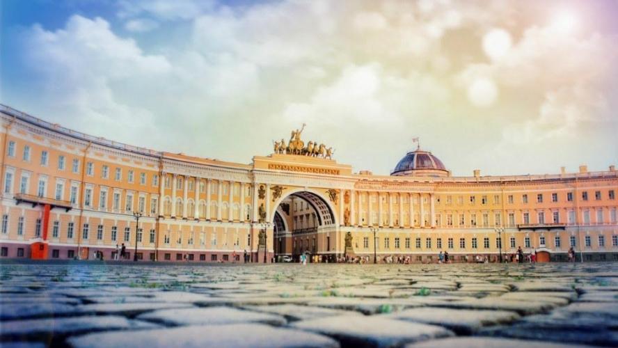 Эксперты: с начала 2017 года доля инвестиций в недвижимость Москвы сокращается, Петербурга – растет