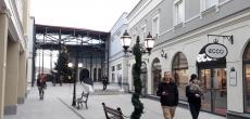 Рядом с погранпунктом Торфяновка в Финляндии открылась первая аутлет-деревня «Zsar Outlet Village»