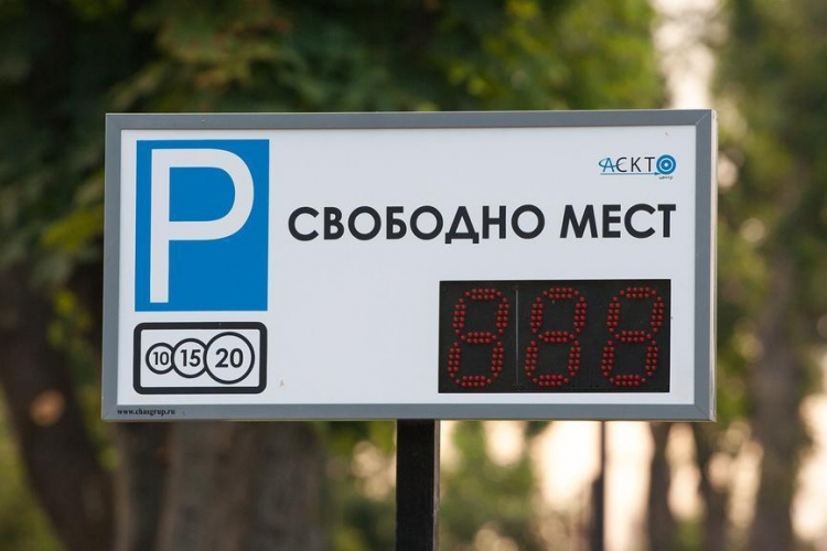 Петербург расширяет платные парковки по конкурсу
