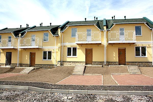 «ЛенНедвижимость» вывела на рынок готовые таунхаусы в ЖК «Есенин Village»