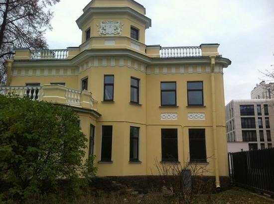 На Крестовском острове продается особняк с участком площадью более 2 тыс. м2