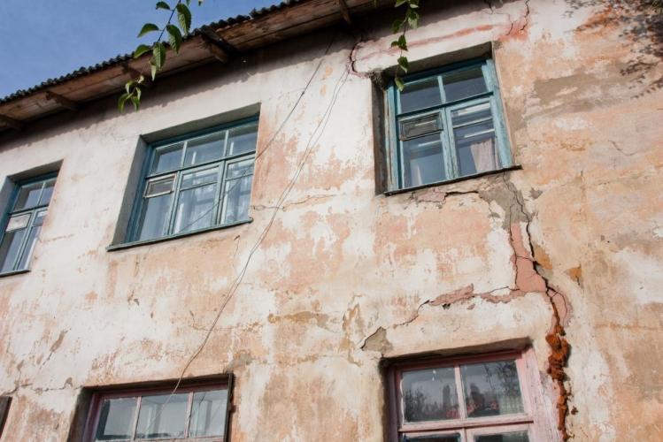 Минстрой РФ счел неуместным нотариат на долевую собственность в аврийных домах