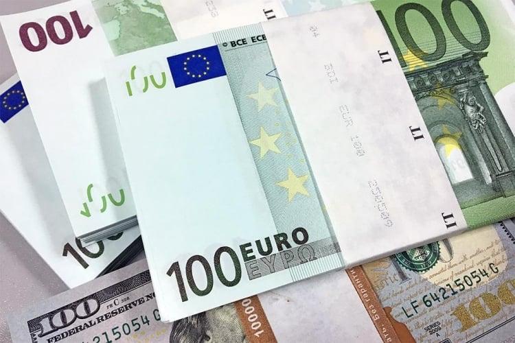 Госдума приняла в третьем чтении законопроект, обязывающий банки информировать заемщиков о рисках валютных займов