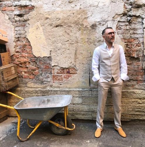 Коммунальщики Центрального района демонтировали «личный гараж» Сергея Шнурова