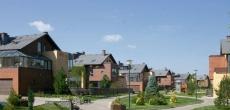 Вторичная недвижимость на Рублевке с начала года подешевела в долларах почти вдвое