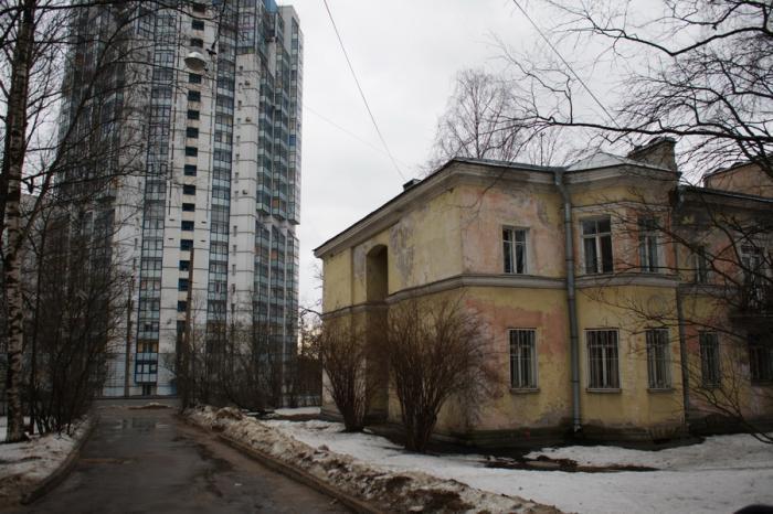 Депутаты ЗакСа просят губернатора Петербурга запретить строительство многоэтажки на проспекте Тореза
