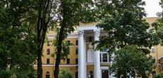 Здание «Ленфильма» с садом у метро «Горьковская» стало объектом культурного наследия