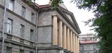 Петербуржцы встали на защиту здания Института бумажной промышленности на площади Мужества