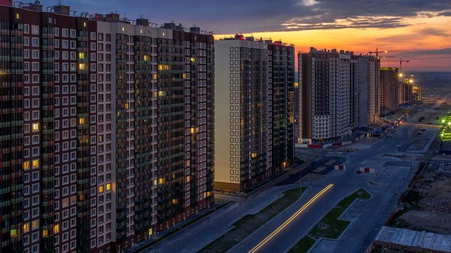 Спрос на квартиры в новостройках Петербурга уменьшился вдвое
