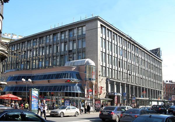 Первым арендатором обновленного Дома Мод  на Каменноостровском станет магазин Uniqlo