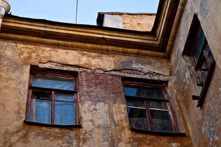 СМИ: Россиян могут обязать платить за ремонт очень ветхого жилья