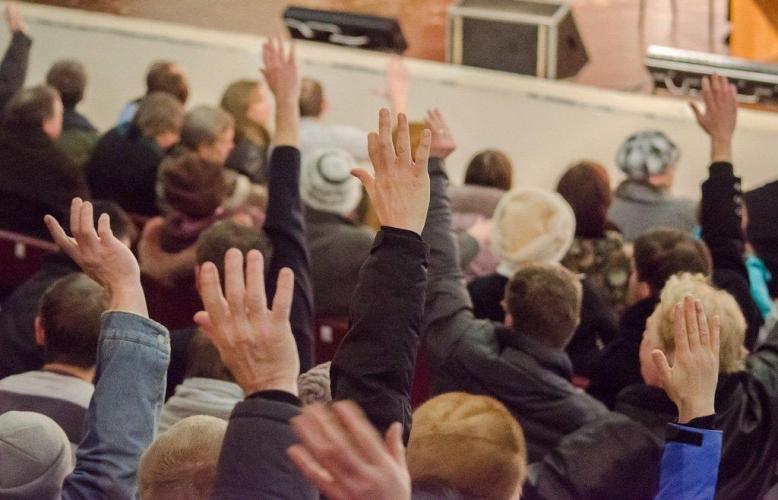 Госдума приняла в первом чтении законопроект, заменяющий публичные слушания общественными обсуждениями в интернете
