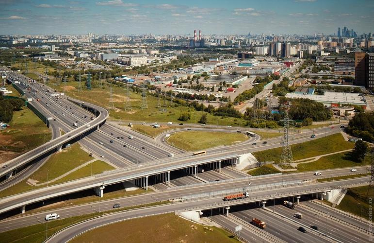 Власти Москвы до конца текущего года ввели мораторий на выдачу разрешений на строительство на территориях возле МКАД
