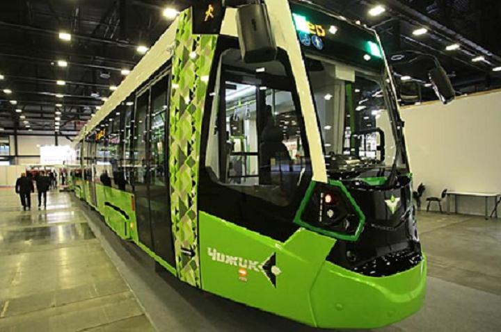 Первый частный петербургский трамвай «Чижик» Транспортной концессионной компании запущен, обстрелян, починен