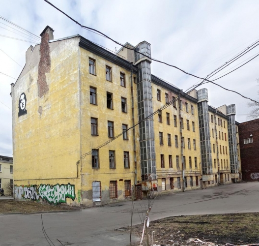 Фонд имущества Петербурга единым лотом продал частному лицу 53 квартиры в расселенном аварийном здании